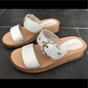 Chanel 18C white leather chain buckle sandals
